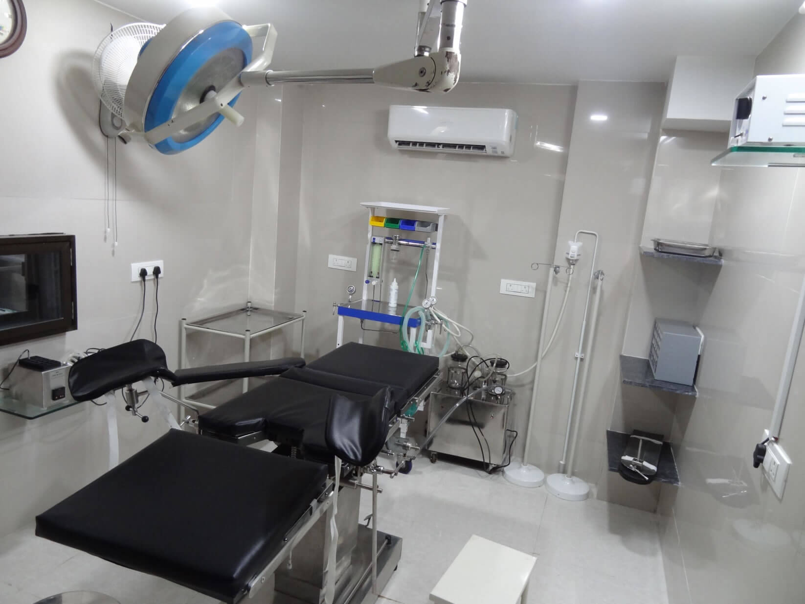 Patient checkup room- MotherCare IVF Surat